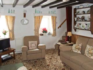 SYCAMORE COTTAGE, pet-friendly, country holiday cottage, with a garden, in Foolow, Ref 7743