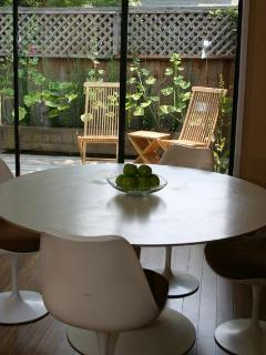 Dining to deck - original knoll table