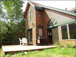 Charming Avon Home, Quick Access to Locals' Favorite Establishments (208225)