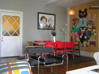 Adorable 2 Bd. Hollywood Apartment on Melrose Ave!