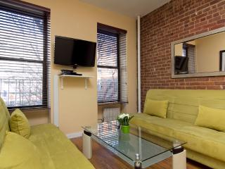Sleeps 7! 3 Bed/1 Bath Apartment, Times Square, Awesome! (8075)