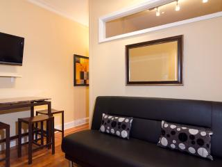 Sleeps 3! 1 Bed/1 Bath Apartment, Upper East Side, Awesome! (8140)