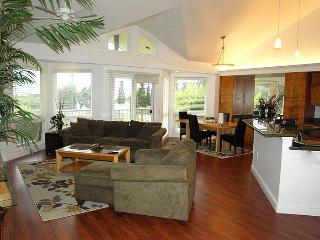 Gorgeous 3BR Princeville Condo - Situated on the Makai Golf Course, Near