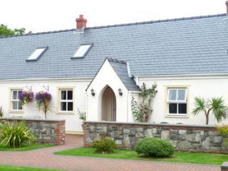 Child Friendly Holiday Cottage - 3 Tudor Lodge Cottages, Jameston