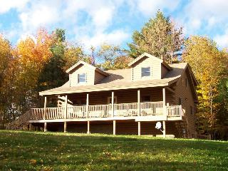Hilltop View Lodge! Lovely cabin in the White Mountains, North Haverhill