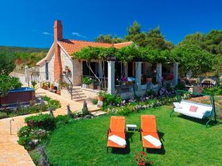 Lovely Villa With Olive Groves In A Beautiful Bay, Supetar
