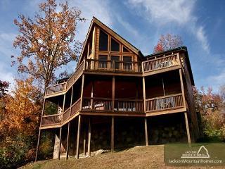 Appalachian Lodge  Stunning View Privacy Hot Tub Pets WiFi Free Nights, Gatlinburg