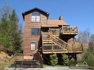 Bear Camp Lodge  Near Downtown Mtn View Hot Tub Pool Table Free Nights, Gatlinburg