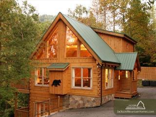 Cozy Bear Lodge  Private Near Downtown Hot Tub Pool Table Free  Nights, Gatlinburg