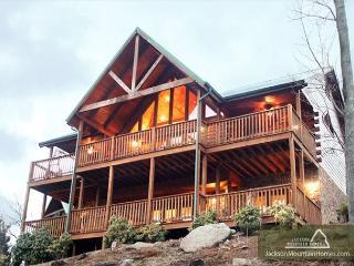 Majestic Point Lodge   Pool Access Jacuzzi Mtn Views WiFi  Free Nights, Gatlinburg