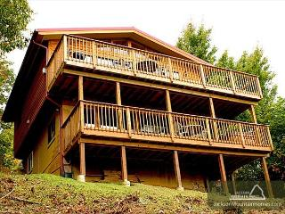 Red Heaven   City and Mountain Views Gaming WiFi Hot Tub   Free Nights, Gatlinburg