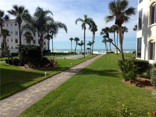 Spacious 2BR w/ beautiful VIEW Gulf -  10 North, Siesta Key
