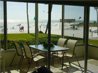 Immaculate 2BR views of palm trees & white sand - 2 South, Siesta Key