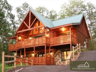 Smoky Top Lodge   Pool Access  Game Room  Hot Tub  WiFi    Free Nights, Gatlinburg