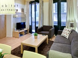 Born 1 apartment, 2 bedroom with patio in old town, Barcelona