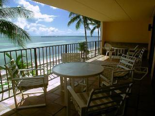 Beach Club #112 - Unique Oceanfront living, Key West