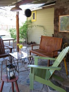 another view of the back patio (the gas grill is just out of sight on the left)