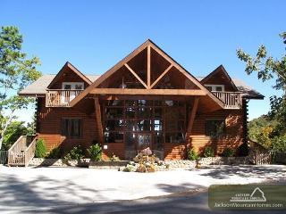 Twin Cedar Lodge  Indoor Swim Spa Theater Hot Tub Sauna Mountain Views, Gatlinburg