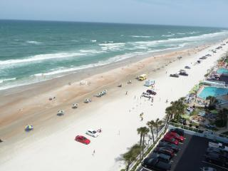 OCEANFRONT CONDO/Free WiFi, 3 HD TVs - NON-SMOKING, Daytona Beach