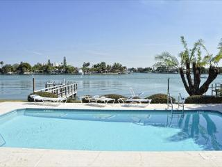 Amadeus #7 Great 1 bedroom/2 bath condo just steps from the beach!