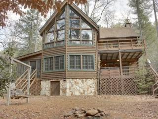 RUSTIC RIVER LODGE--3 BR/3 BA CABIN SITTING ON THE TOCCOA RIVER, SLEEPS 10, POOL TABLE, PING PONG TABLE, SAT TV, WOOD BURNING FIREPLACE, HOT TUB, CHARCOAL GRILL, SWING, FIRE PIT, STARTING AT $200/NIGHT!, Blue Ridge