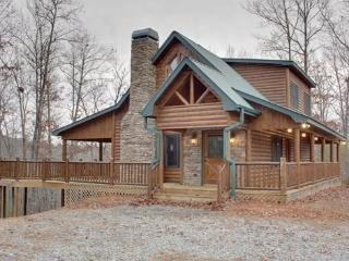 SAFE HAVEN- 2BR/2BA,CABIN WITH BEAUTIFUL SEASONAL MTN VIEWS, WIFI&FREE; NETFLIX, GAS&CHARCOAL; GRILLS, TEMPUR-PEDIC MATTRESSES, POOL TABLE, FOOSBALL, WOOD BURNING FIREPLACE, ARTISAN ANTIGUA HOT TUB! STARTING AT $148.50 A NIGHT!, Blue Ridge