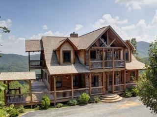 THE LODGE- 4BR/3.5BA, SLEEPS 8, BREATHTAKING MOUNTAIN VIEWS, WIFI, HOT TUB, GAS GRILL, PET FRIENDLY, INDOOR/OUTDOOR GAS LOG FIREPLACE, WET BAR, POOL TABLE, WALKING DISTANCE TO CAMELOT, THE CREEKHOUSE, AND BEAR NECESSITIES, STARTING AT $275/NIGHT, Blue Ridge