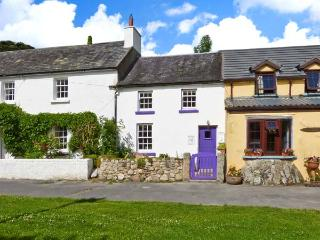 KEY COTTAGE, character, open plan, multi-fuel stove, in St Mullins, Ref 13412