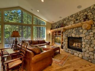 MV16 : Bear Lair Estate With Hot Tub