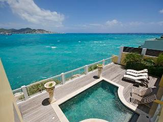 TARA... Affordable oceanfront villa, walk to beach
