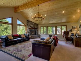 Deluxe Tahoe Home, Completely Updated with Lake Views and Private Hot Tub (UK25), Stateline