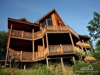 Big Bear Lodge  Views Gaming Hot Tub Privacy Pets Jacuzzis Free Nights, Gatlinburg
