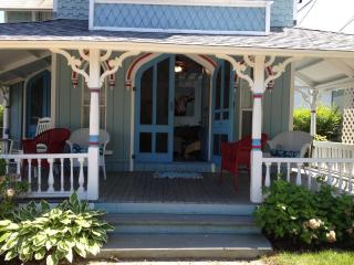 Victorian Beach House - Waterviews, Beach, In-Town, Oak Bluffs
