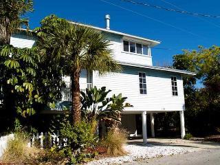 Pelican House, Treasure Island