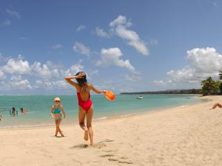 5-star beach villa, Authentic Mauritius Nice Pool., Souillac