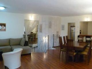 beautiful spacious 3 bedrooms close to Emek Refaim, Jerusalém