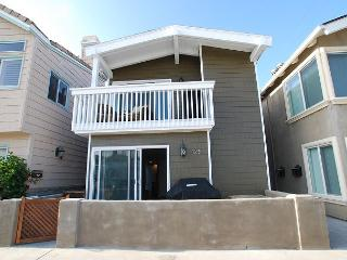 Gorgeous Remodeled 4 Bedroom Condo! Just 9 Houses From Sand! (68279), Newport Beach