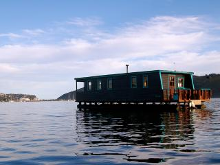 Houseboat Myrtle in the heart of Knysna