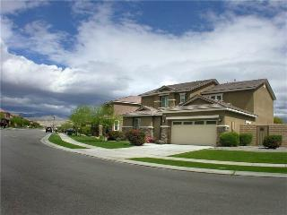 Large Family Getaway Home! HO076, Indio