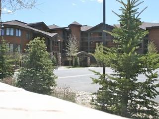 Serenity Now- Luxury One Floor Condo, Lake Views!!, Frisco