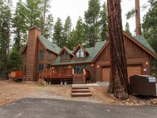 Tallac Lodge Luxury Vacation Rental -Walk to Beach, Carnelian Bay