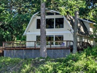 Charming oceanfront home w/ stunning views, close to beach - dogs ok!, Lopez Island