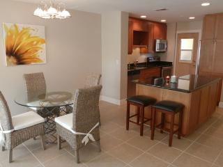 remodeled Condo Bella with river view, Cape Coral