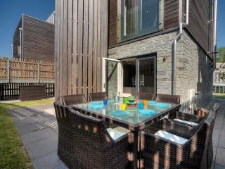 House 11 - Luxury holiday home with hot tub, On site pool gym & sauna, Free Wifi