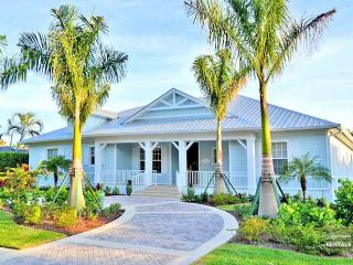 Beach and pool await you at this brand new Olde Naples home, Nápoles