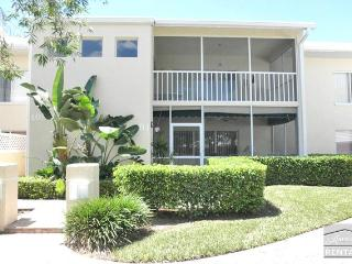 Beach access and amazing Pelican Bay amenities. 90 day minimum, Naples