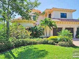 Spectacular celebrity mansion in Olde Naples, short walk to the beach, Napels