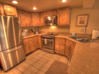 CM244 Copper Mountain Inn 1BR 2BA - Center Village