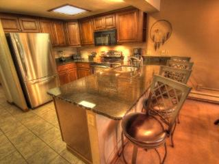 CM336 Copper Mtn Inn 3BR 3BA - Center Village, Copper Mountain