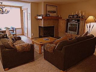 SH403 Summit House 2BR 1BA - Center Village, Copper Mountain